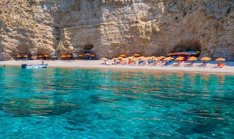 Spiaggia di Paradise, costa di mare ionico, isola di Corfù, Grecia fotografia stock libera da diritti