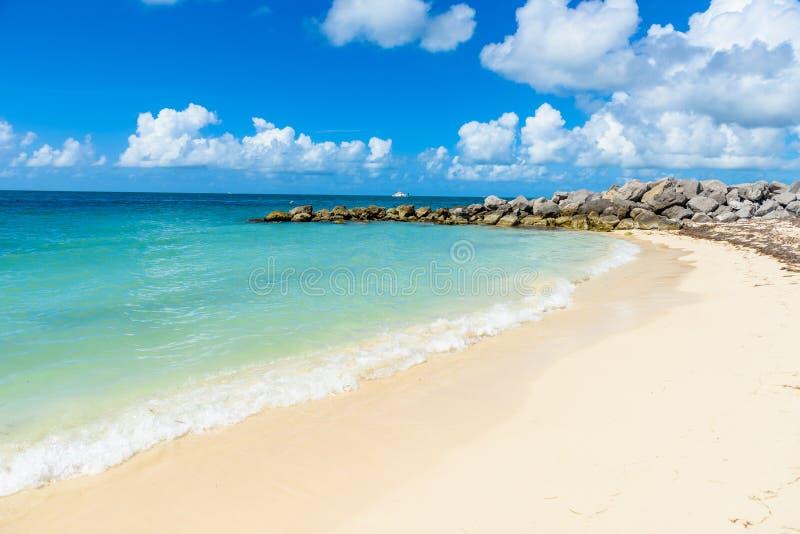 Spiaggia di Paradise a Zachary Taylor Park forte, parco di stato di Key West in Florida, U.S.A. fotografie stock libere da diritti