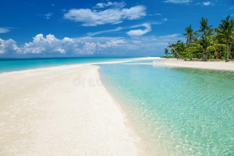 Spiaggia di paradiso su un'isola in Filippine immagini stock libere da diritti