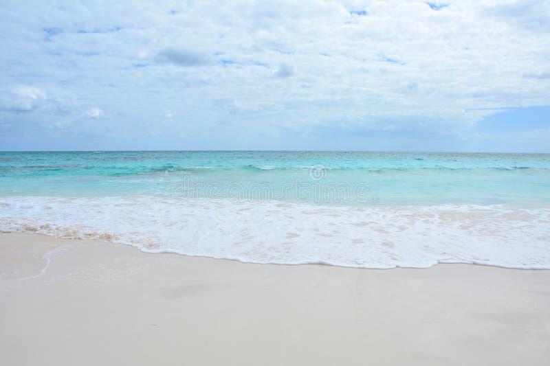 Spiaggia di paradiso sull'isola di Bahama fotografia stock