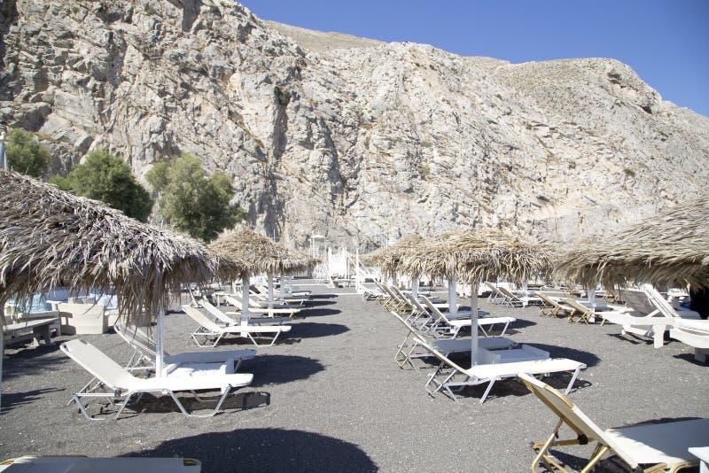 Spiaggia di Perissa sull'isola di Santorini fotografia stock libera da diritti