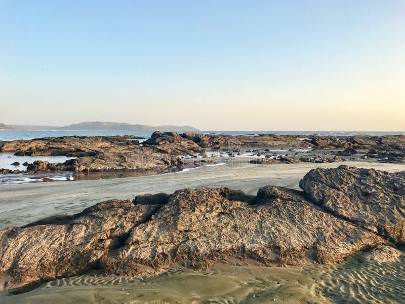 Spiaggia di pietra del mare immagine stock
