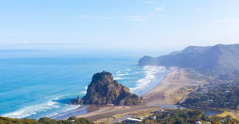 Spiaggia di Piha in Nuova Zelanda fotografia stock