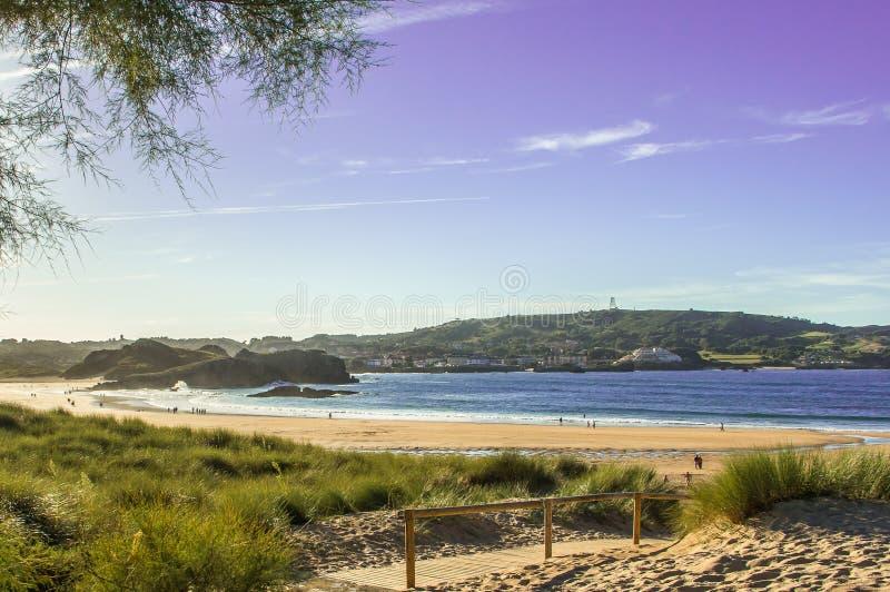 Spiaggia di Ris a Noja, Cantabria fotografie stock