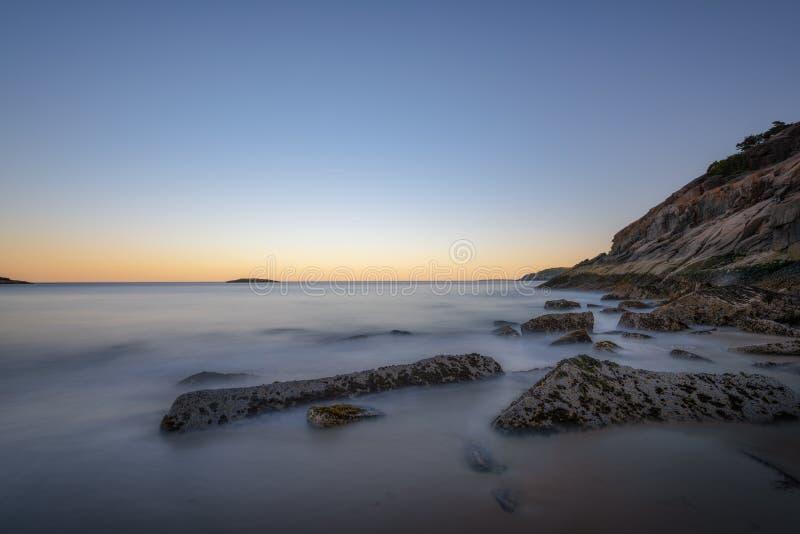 Spiaggia di sabbia nel parco nazionale di acadia al crepuscolo immagini stock libere da diritti