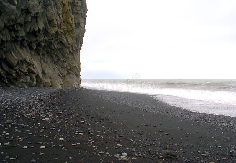 Spiaggia di sabbia nera Icleand fotografia stock