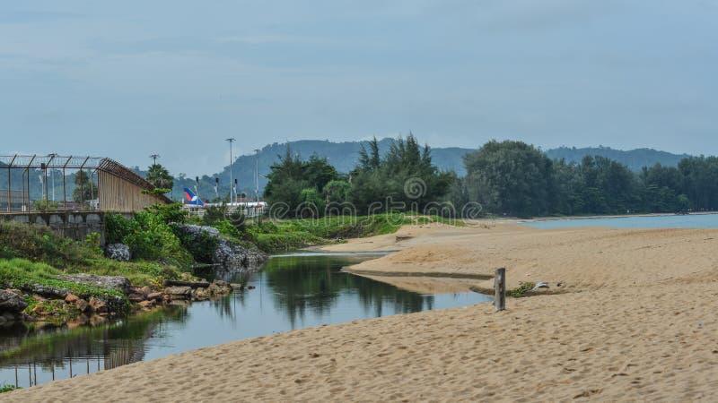 Spiaggia di sabbia sull'isola di Phuket, Tailandia fotografia stock libera da diritti