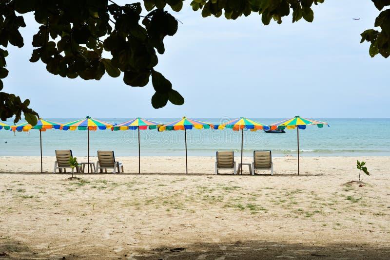 Spiaggia di sabbia sull'isola di Phuket, Tailandia immagini stock