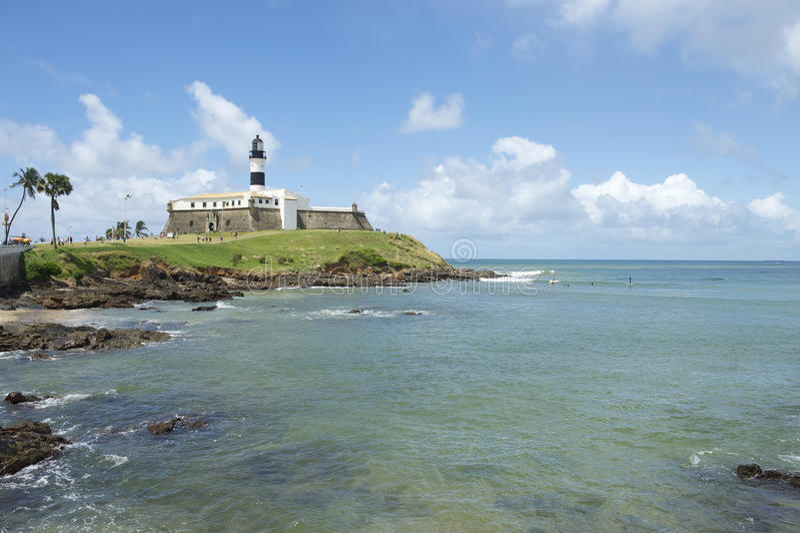 Spiaggia di Salvador Brazil Farol da Barra Lighthouse fotografia stock libera da diritti