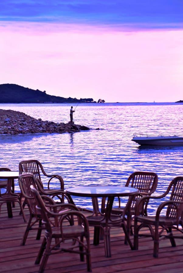 Spiaggia di sera nel colore rosa ed in azzurro immagini stock libere da diritti
