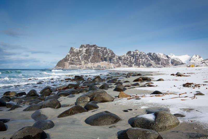 Spiaggia di Utakleiv, isole di Lofoten, Norvegia immagine stock