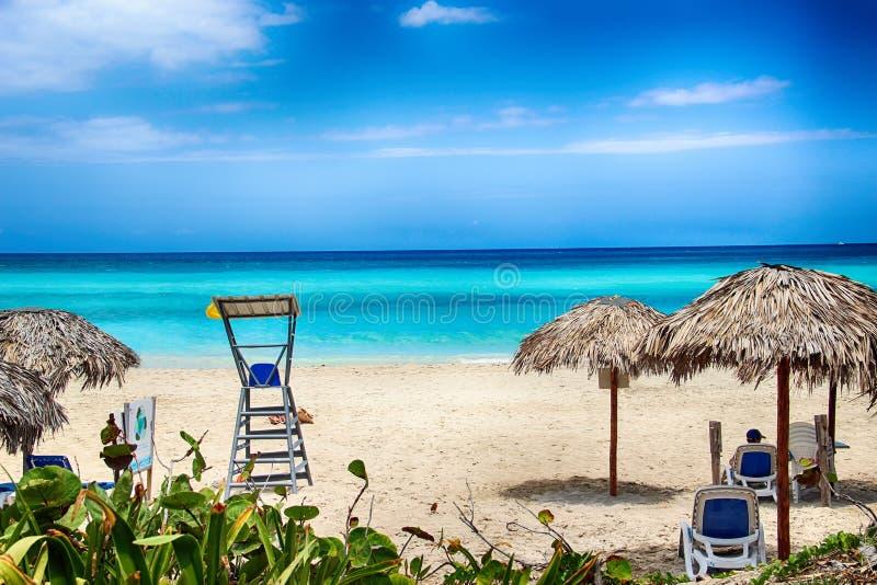 Spiaggia di Varadero con i tyrquis mare ed oceano C'è Long Beach vuota È paradiso tropicale immagini stock