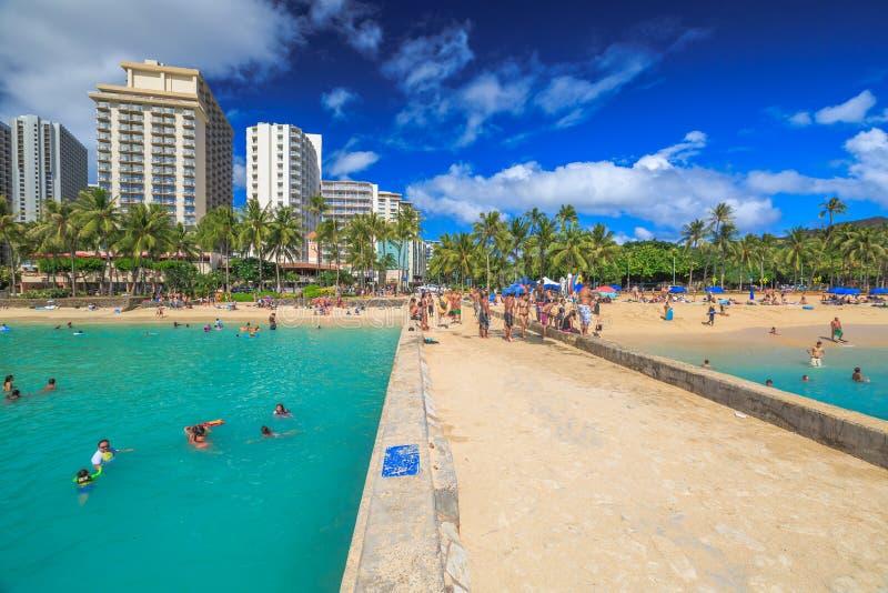 Spiaggia di Waikiki dell'orizzonte fotografia stock libera da diritti