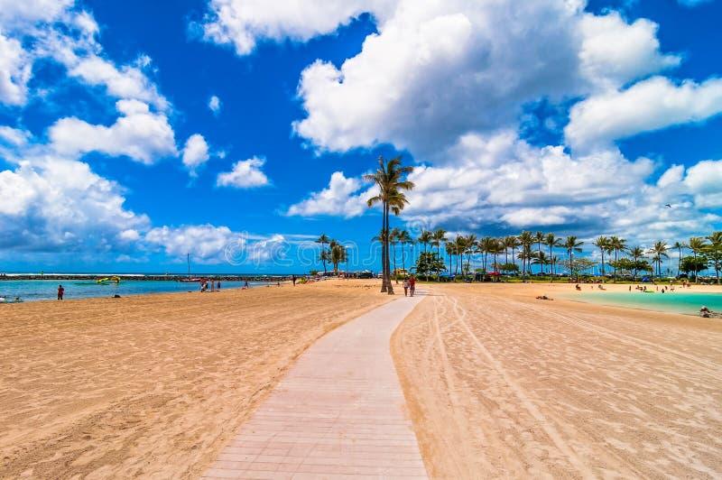 Spiaggia di Waikiki a Honolulu, Hawai fotografia stock libera da diritti