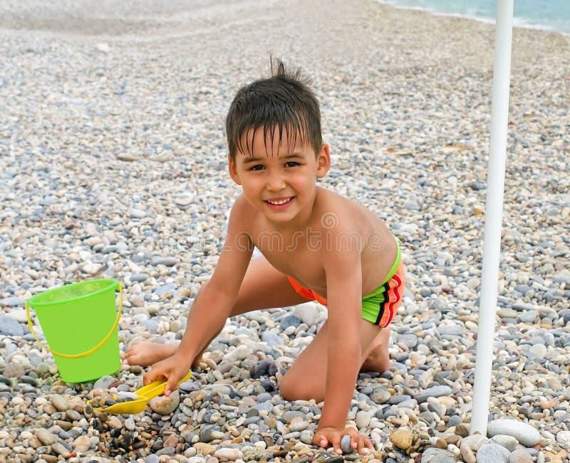 Spiaggia divertente del ragazzo fotografia stock libera da diritti