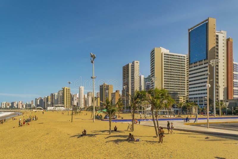 Spiaggia e costruzioni di Fortaleza Brasile fotografia stock