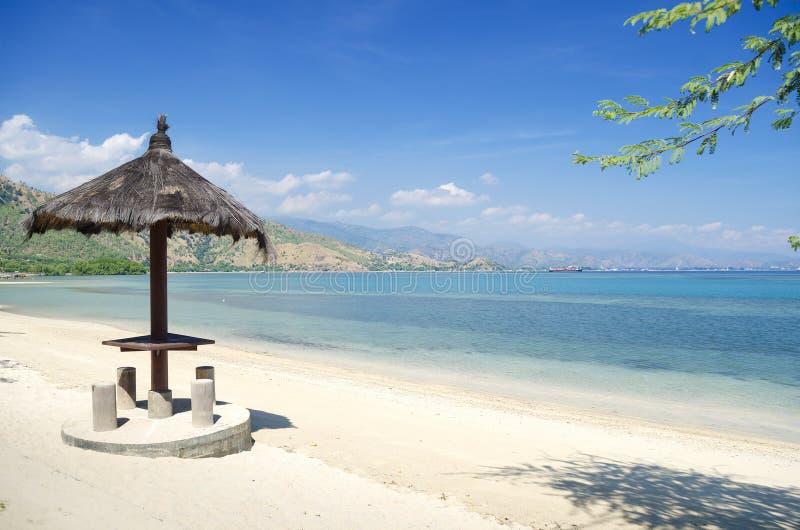 Spiaggia e litorale vicino a dili nel Timor Orientale immagini stock libere da diritti