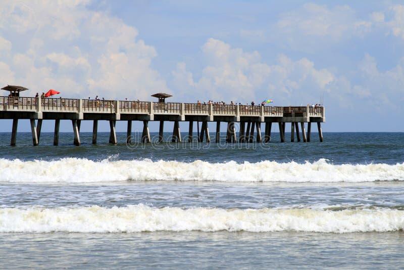 Spiaggia e pilastro di Jacksonville Florida fotografia stock libera da diritti