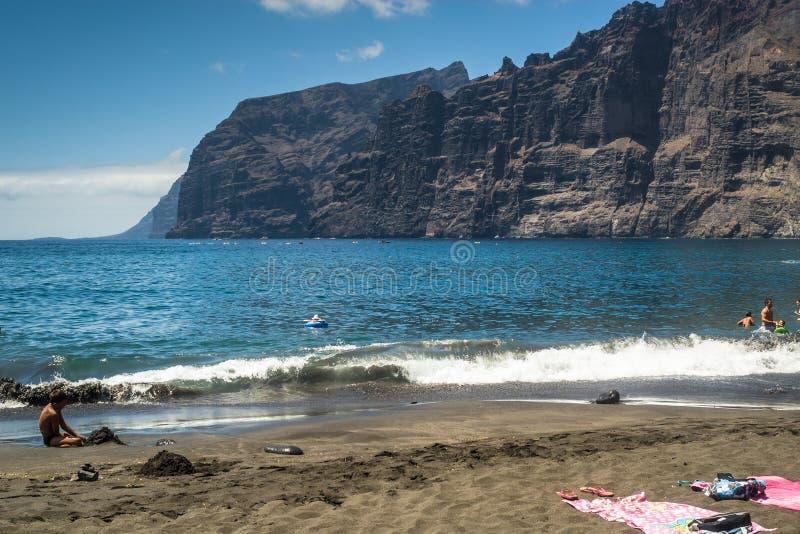 Spiaggia e scogliera immagini stock libere da diritti