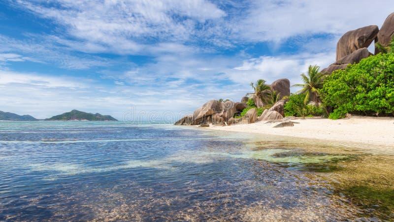 Spiaggia esotica delle Seychelles, isola di Digue della La, fotografia stock