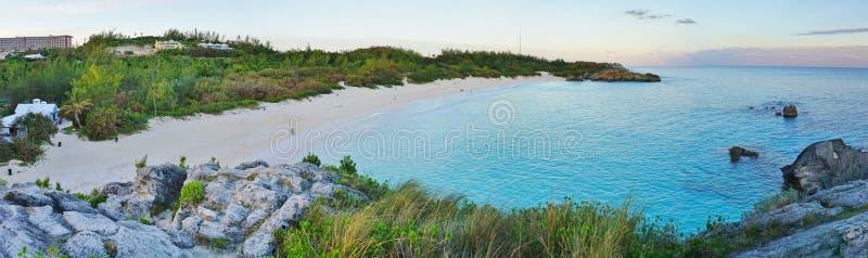 Spiaggia a ferro di cavallo della baia in Bermude fotografia stock