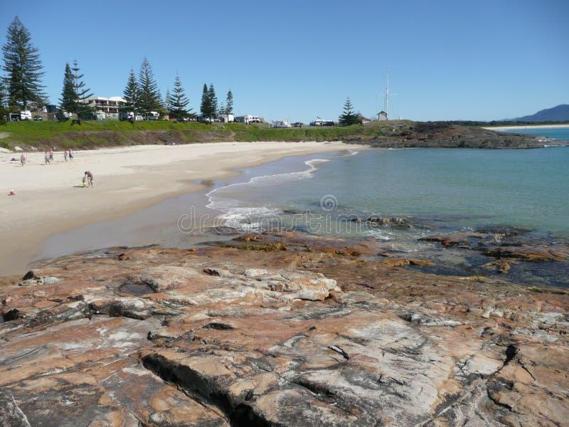 Spiaggia a ferro di cavallo, Sth. Rocce ad ovest. NSW. immagini stock