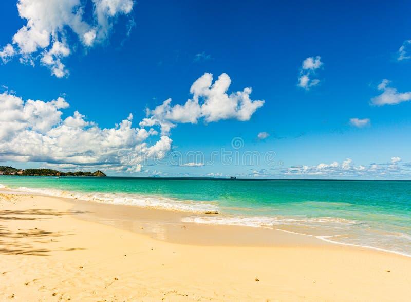 Spiaggia idilliaca in St John, Antigua e Barbuda, un paese situato nelle Antille nel mar dei Caraibi immagini stock libere da diritti