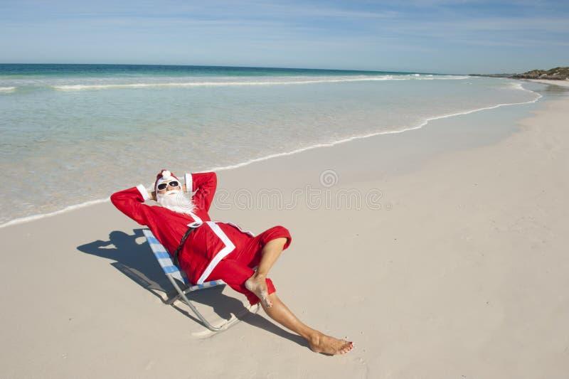 Spiaggia il Babbo Natale di festa di natale I immagini stock libere da diritti