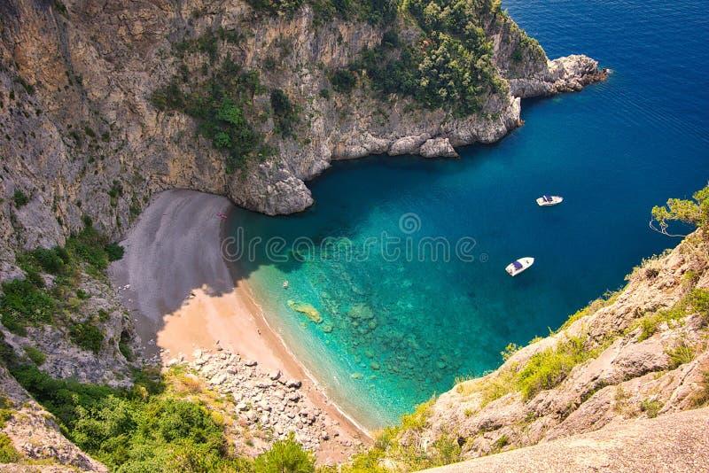 Spiaggia isolata sulla costa di Amalfi fotografie stock libere da diritti