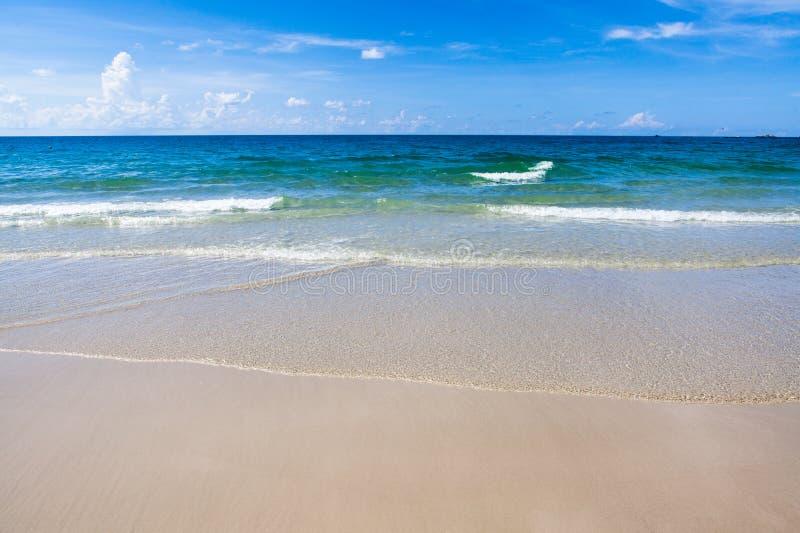 Download Spiaggia in Ko Samet fotografia stock. Immagine di nube - 30831178