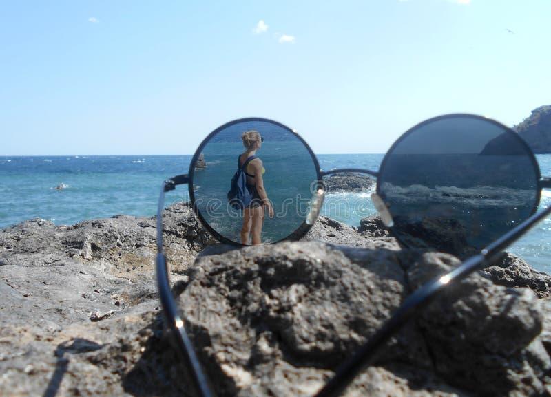Spiaggia, mare, acqua, oceano, costa, cielo, paesaggio, rocce, natura, blu, estate, sabbia, nuvole, viaggio, tramonto, roccia, va fotografie stock