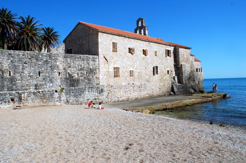 Spiaggia Mediterranea nel tempo di primavera fotografie stock