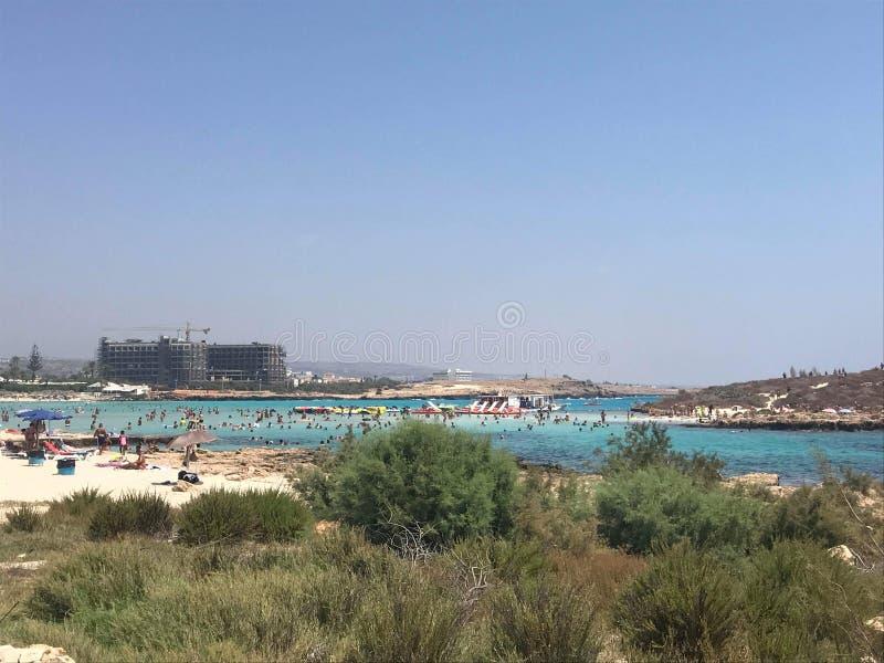 Spiaggia nel Cipro, spiaggia di Nissi immagine stock libera da diritti