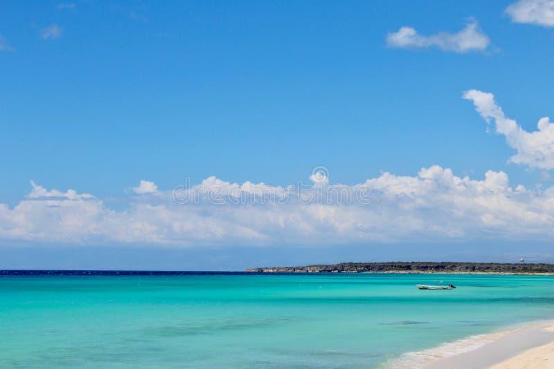 Spiaggia nel mar dei Caraibi fotografie stock libere da diritti