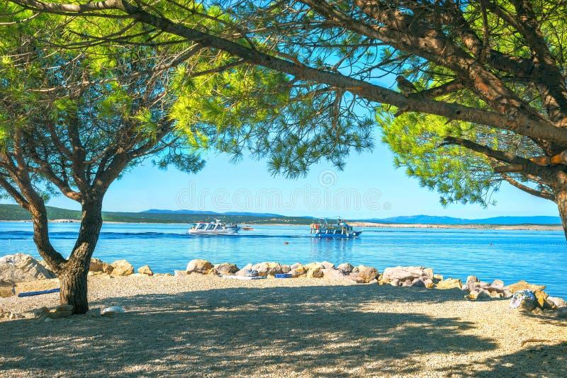 Spiaggia nella città di Crikvenica Baia di Kvarner, Croazia fotografie stock