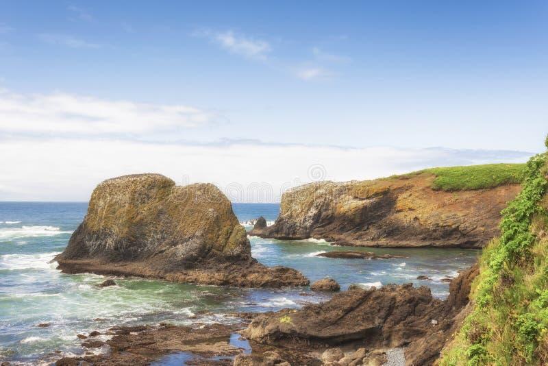 spiaggia Newport, Oregon del ciottolo dello Copia-spazio fotografia stock