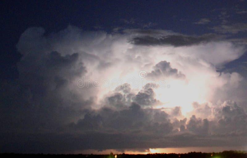 Spiaggia nuvolosa Florida di Panama City di tramonto del golfo del Messico del fulmine fotografia stock