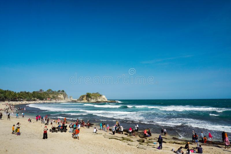Spiaggia Pacitan Java Indonesia orientale di Klayar immagini stock