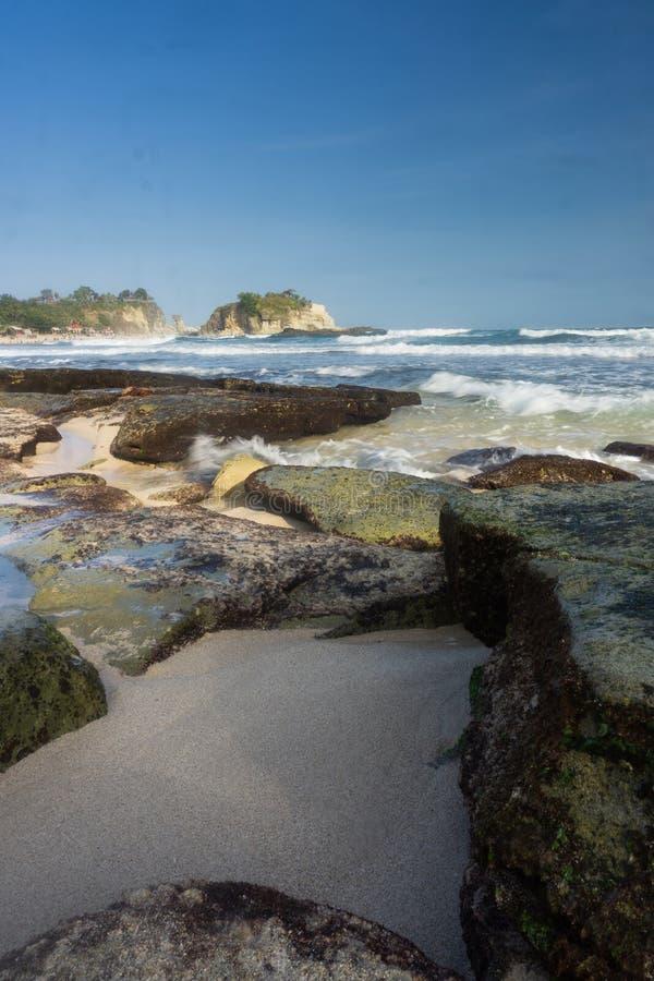 Spiaggia Pacitan Java Indonesia orientale di Klayar fotografie stock libere da diritti