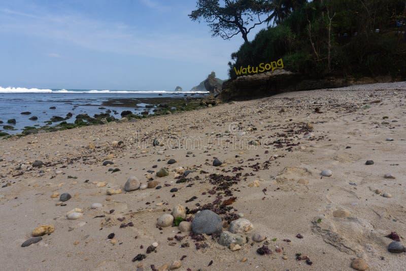 Spiaggia Pacitan Java Indonesia orientale di Watusong immagini stock
