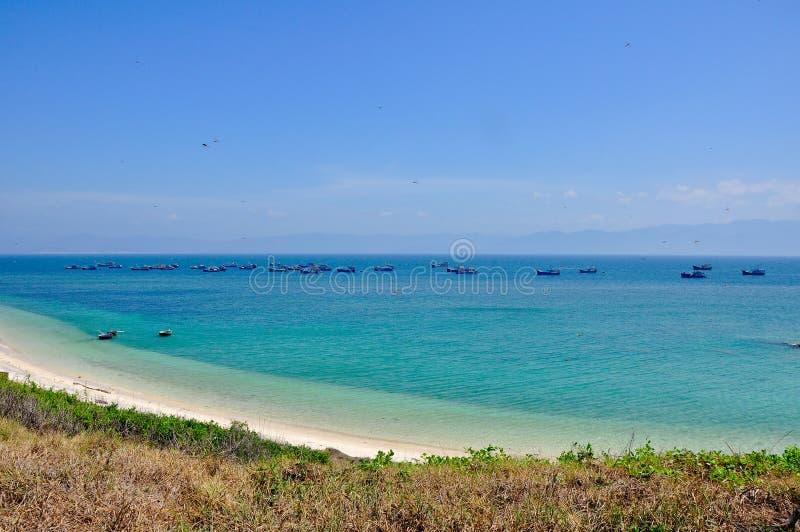 Spiaggia piacevole nella provincia di Binh Thuan, Vietnam fotografia stock libera da diritti