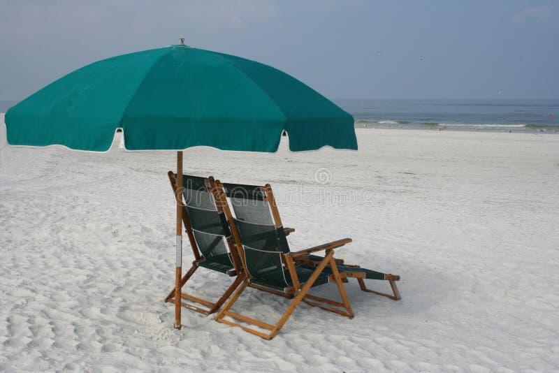 Download Spiaggia Restful fotografia stock. Immagine di parasole - 211588