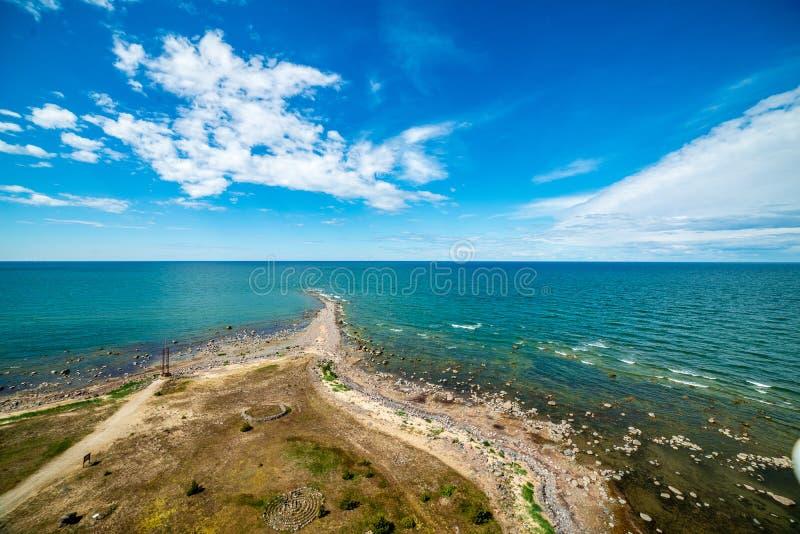 spiaggia rocciosa nell'isola Estonia di Hiiumaa immagine stock