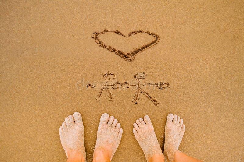Spiaggia romantica del cuore di amore di tiraggio immagini stock libere da diritti