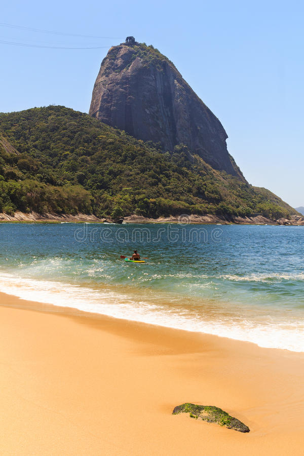 Spiaggia rossa di Sugarloaf della montagna (Praia Vermelha), Rio de Janeiro, B immagini stock