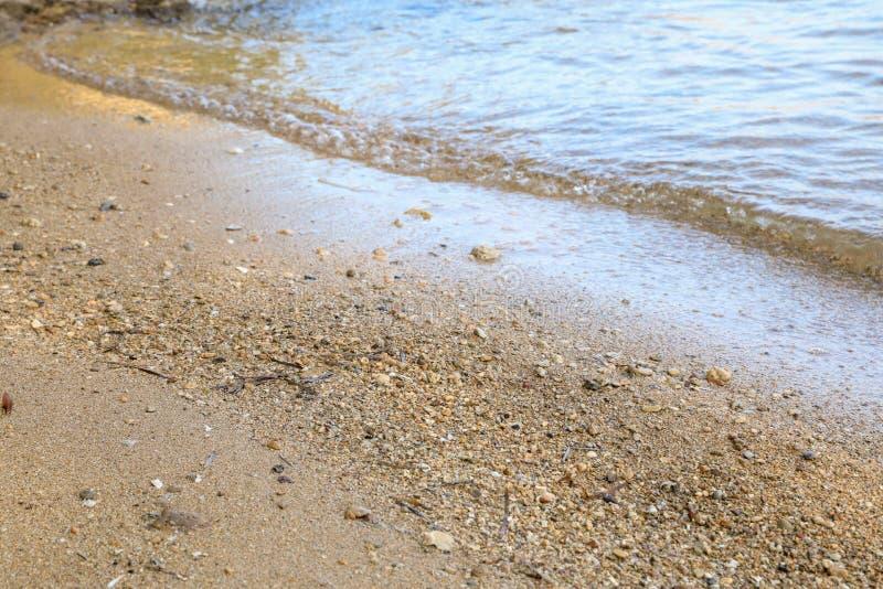 Spiaggia sabbiosa di ora legale di mattina immagine stock libera da diritti