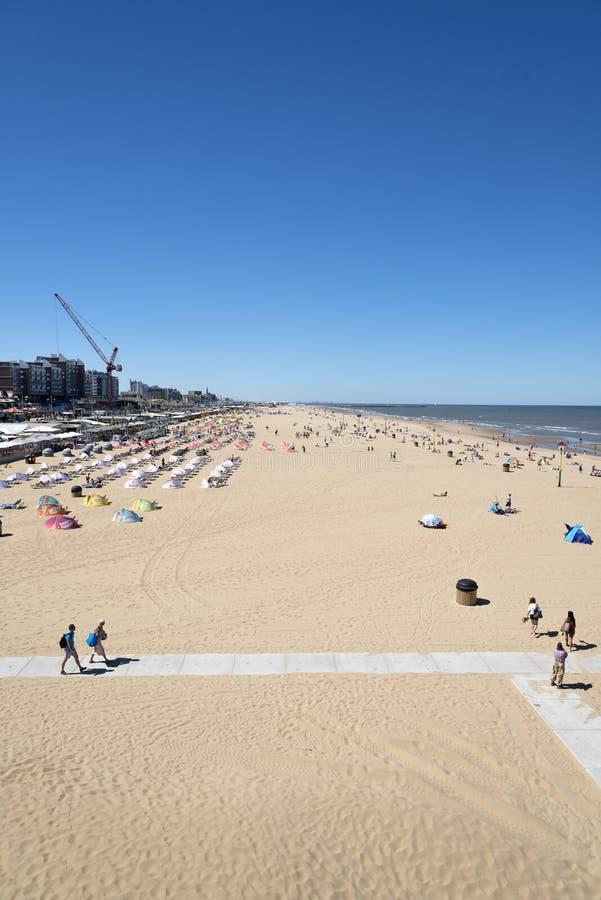Spiaggia sabbiosa a Scheveningen Den Haag, Paesi Bassi fotografia stock