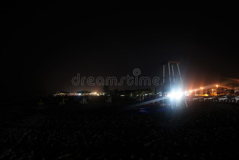 Spiaggia scura in Italia fotografie stock