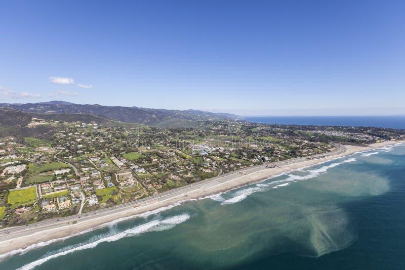 Spiaggia Shoreline Malibu aereo California di Zuma immagini stock libere da diritti