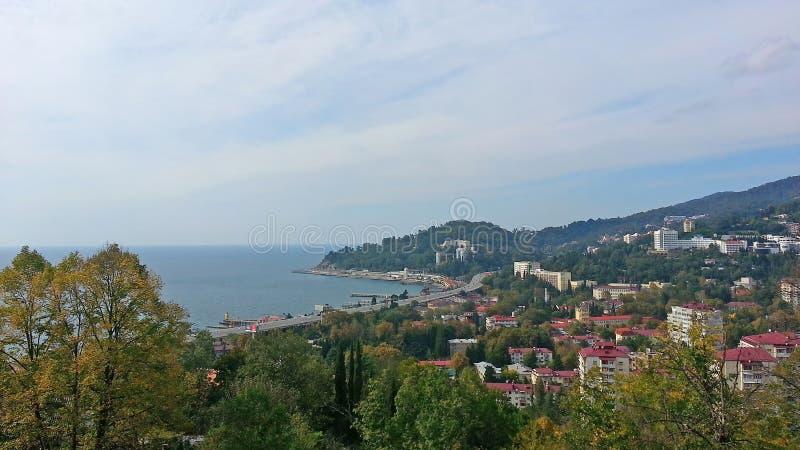 Spiaggia Soci dall'altezza, dalla città e dal mare immagine stock libera da diritti